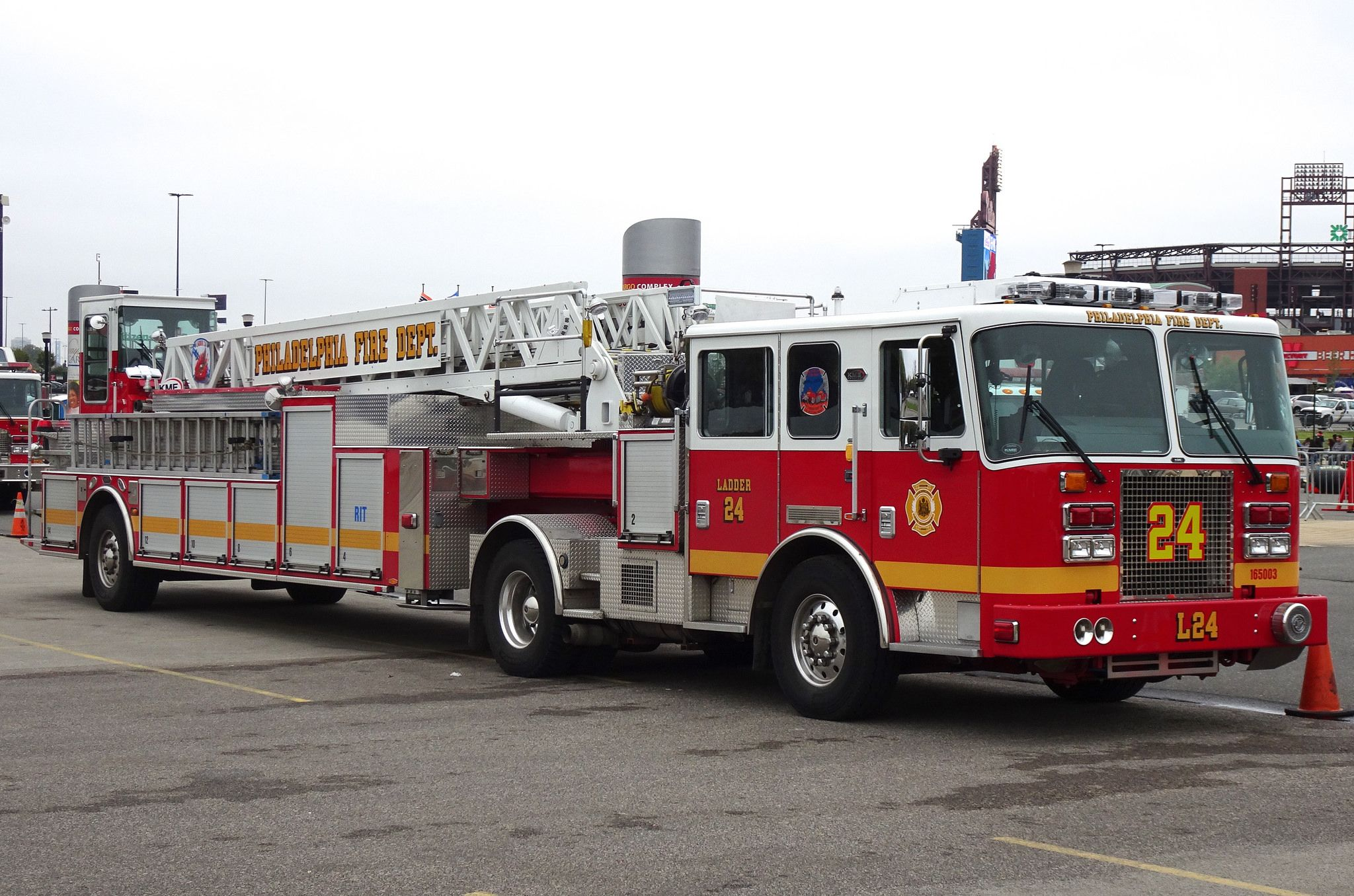 Pfd ladder 24 fire trucks fire apparatus and rigs for Motor vehicle philadelphia pa