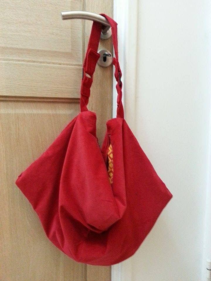 #sac swing en suedine rouge et anneaux rectangulaires par Camille L.J. Patron Sacôtin