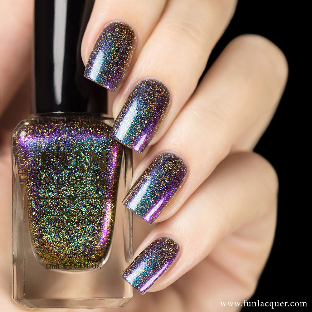 Eternal Love (H) is the holographic version of the original Eternal Love multi-chrome color shifting polish. H version is mixed with perfect amount of fine
