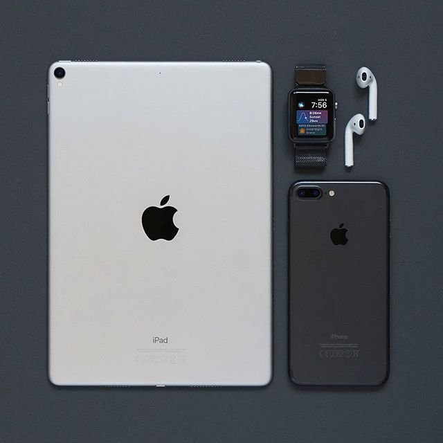 Portable Essentials Setuptour By Iknow Mp4 Portable Essentials Flatlay Flatlays Tech Technology Gadgets I Iphone Apple Accessories Apple Phone