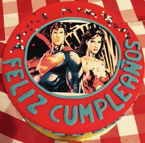 Ingrid y Emilio celebran su cumpleaños al estilo de Superman y Supergirl