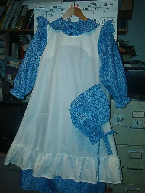 DIY Pioneer Dress, Bonnet, and Apron to make a pioneer outfit or ...