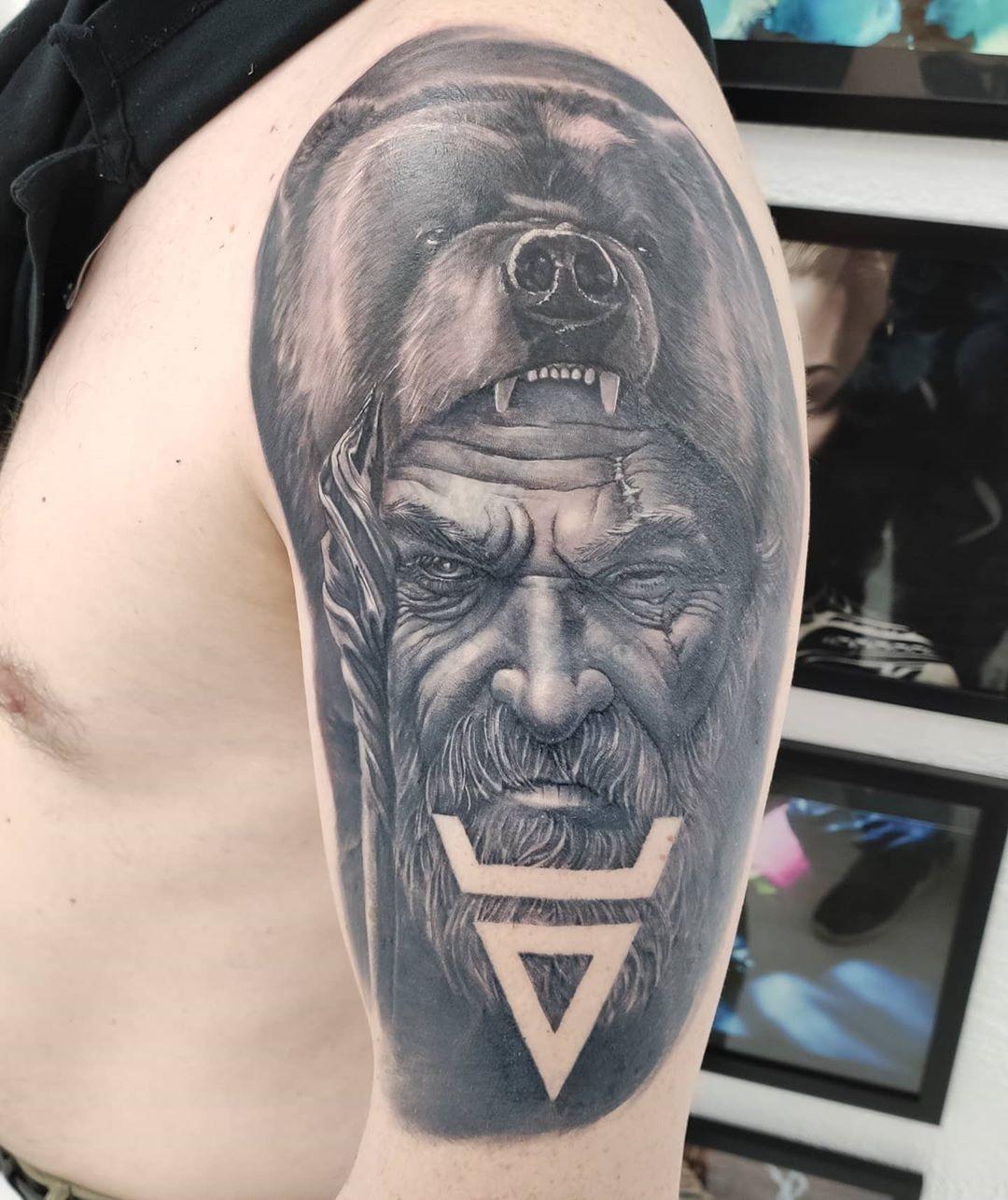 @tattoohubternopil @zabitaya_ukraina @ttk_ua @tattoo_masters_ukraine @fkirons #wordfamousink #tattooart #tattooartist #tattoo # #kwadron #kwadronneedles #tattooing #tattooink #татутернопіль #тернопіль #капітанрукожоп #tattoolife #tattoist #instaart #instatattoo #sleevetattoo #blackandgrey #blackandgreytattoos  #realistictattoo #tattoooftheday #tattoodo #tattooist #realistictattoo #bear #beartattoo #animals #saveanimals #realismtattoo