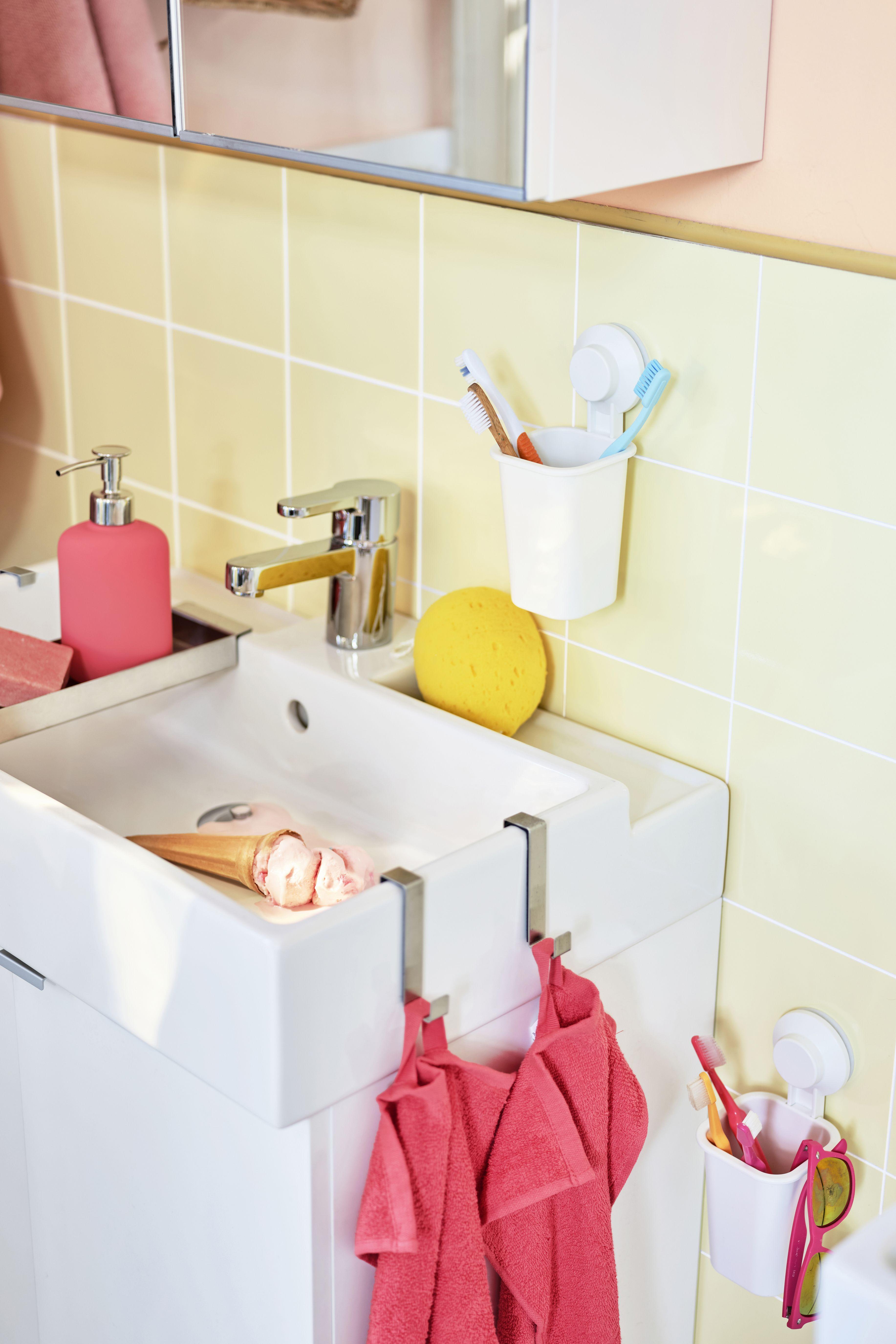Ideen Fur Ein Sommerliches Helles Badezimmer In 2020 Helle Badezimmer Ikea Badezimmer