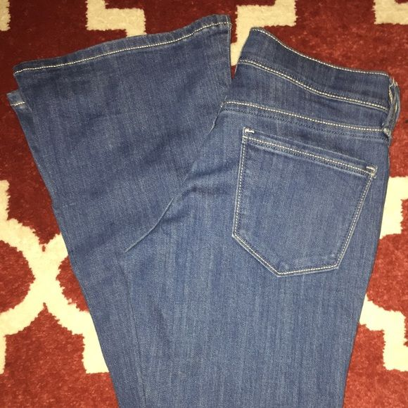LOWEST PRICE Old Navy light blue jeans 4R NEW Brand new pair of Old Navy jeans light blue stretch flare low rise 4R. Absolutely perfect condition. Bought then never worn. Great fit and style. Old Navy Jeans Flare & Wide Leg