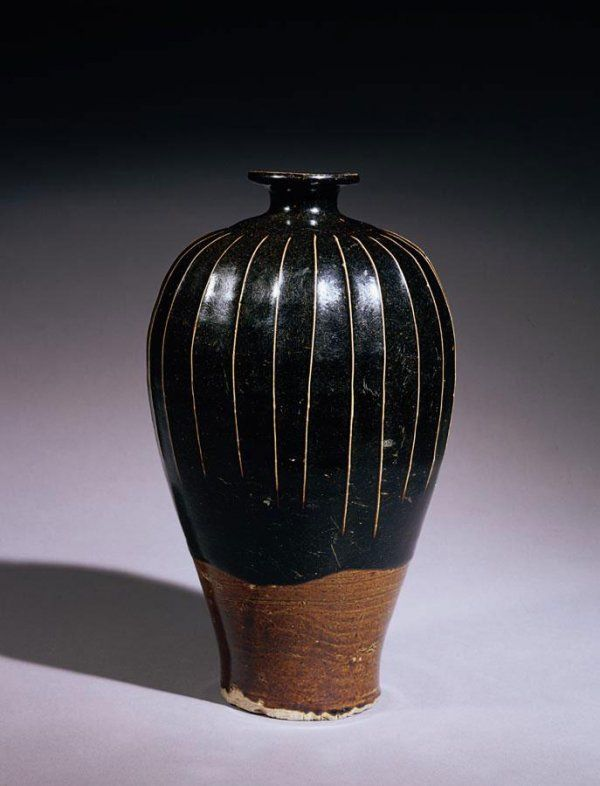 A RARE 'CIZHOU' BLACK-GLAZED RIBBED MEIPING NORTHERN SONG DYNASTY