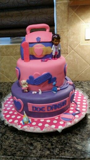 Made by Pamela Gonzalez, if you need a specialty cake call me at 609-226-3423, thanks :)