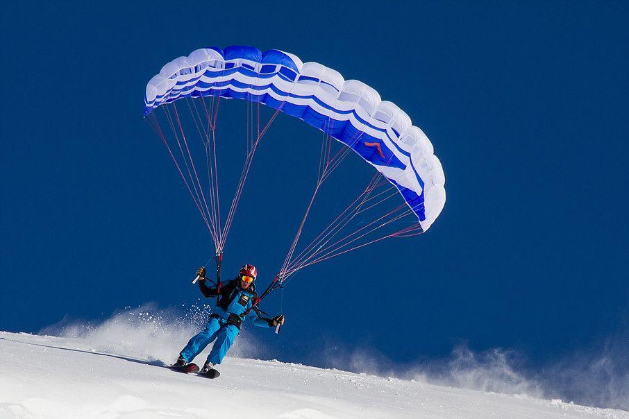 Speeriding combines paragliding and skiing. Between heaven