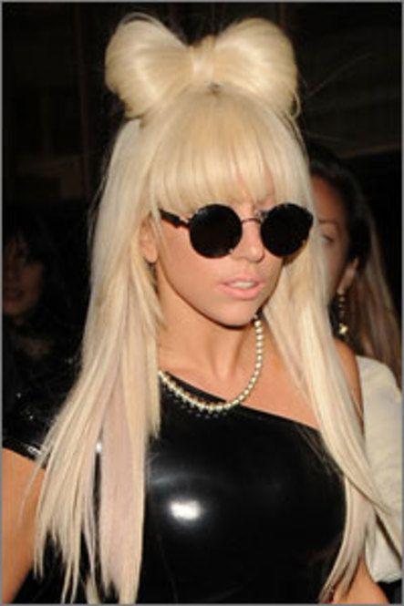 おしゃれヘアスタイルの参考にしたい海外セレブ☆レディ・ガガのリボンアレンジ♪個性派目指すならこの髪型・カット☆