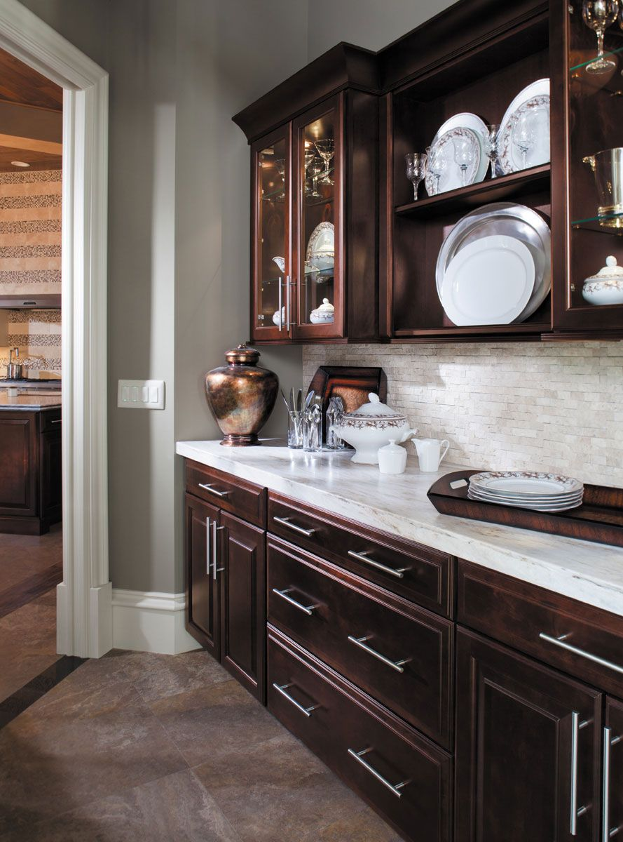 This Gallery Features Beautiful Cherry Wood Kitchens In Contemporary Modern Rustic And Tra Brown Kitchen Cabinets Cherry Cabinets Kitchen Kitchen Wall Colors