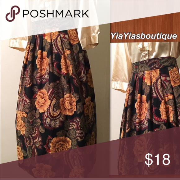 Vintage Flower Skirt Beautiful Big Bold Gold  flower 🌺 Pleated at the top SKIRT! .✨VERY NICE✨ . . 📏Size: L/XL Waist: 34-36 Length: 34 Vintage Skirts Maxi