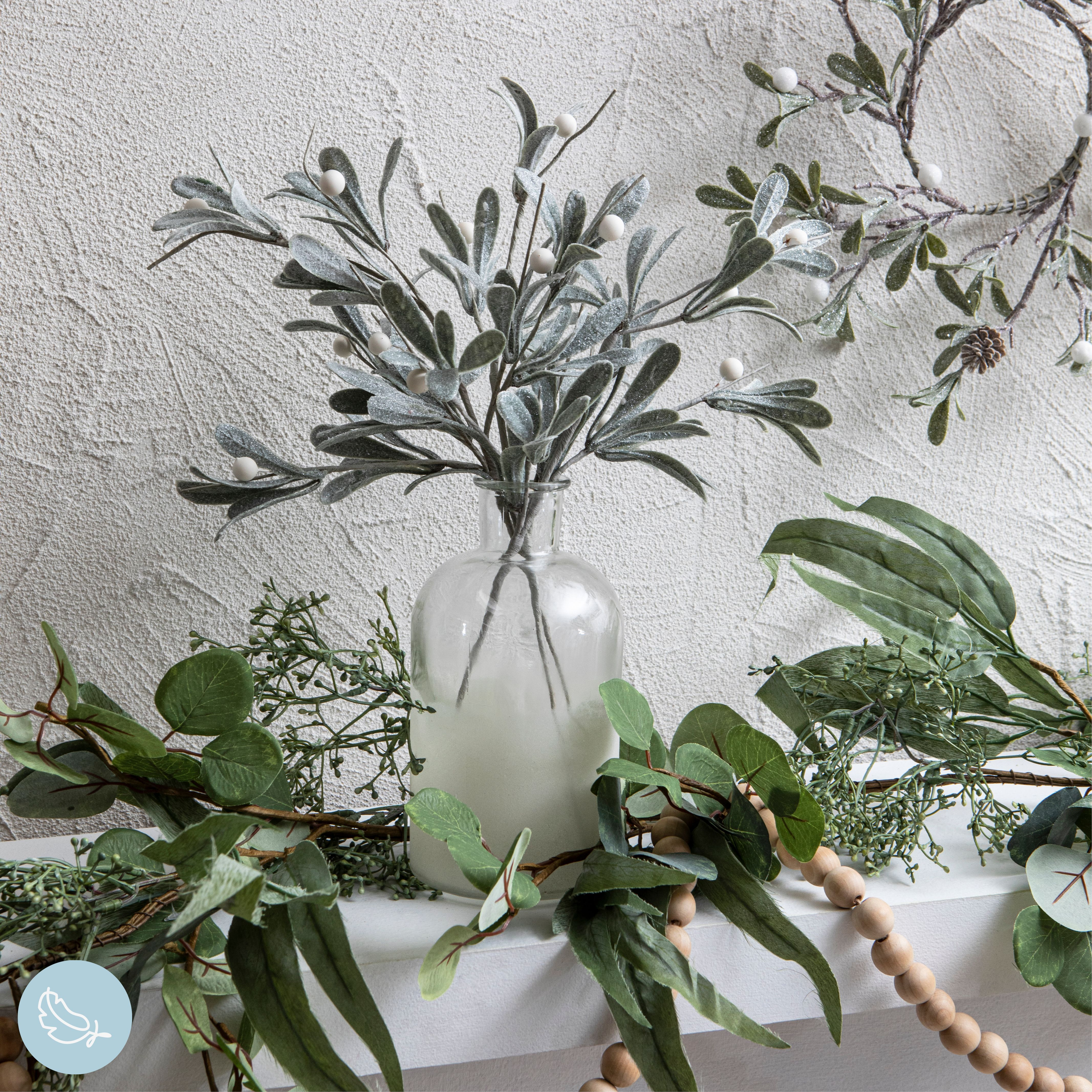 Simple can be completely beautiful with our stunning Christmas stems in a vase. Pair them alongside a Christmas garland (or two) for maximum effect! #christmas #xmas #gifts #christmasdecor #xmasdecor #christmasdinner #christmastable #christmashome #christmasstyle #holidaydecor #holidaygifts #holiday #christmasshoppingonline #holidayparty #christmasdecorations