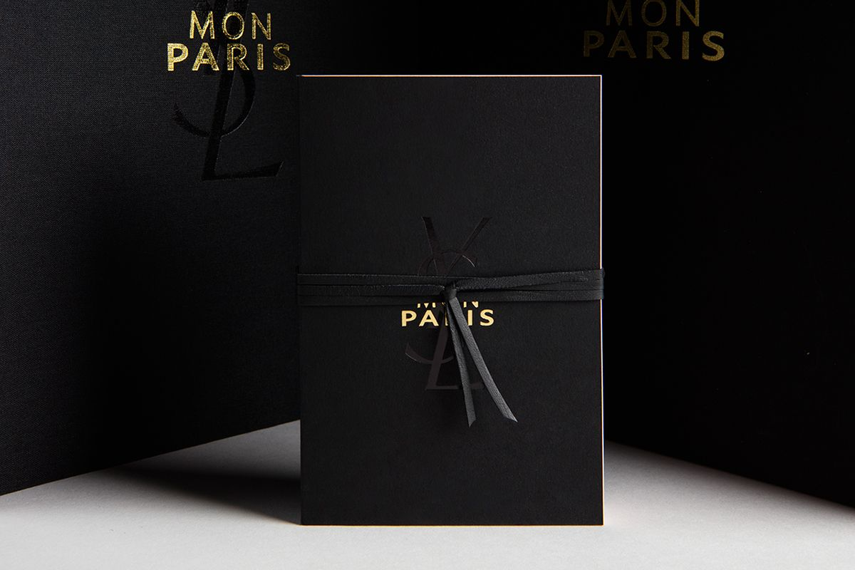 """Press kit """"Mon Paris"""" - Sewn flipbook, 216 × 310 mm, 228 pages - With two notebooks and scabbard - Yves Saint Laurent Beauty - 2016, June"""