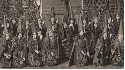 Tuesday's Favorite Finds #9 Old Witch Photos | I Love Halloween <3