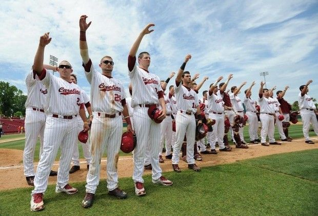Members Of The South Carolina Baseball Team Sing The Schools Alma Mater After The Gamecocks 6 4 Win Over Liberty In The Colu Usc Sports Baseball Team Play Ball