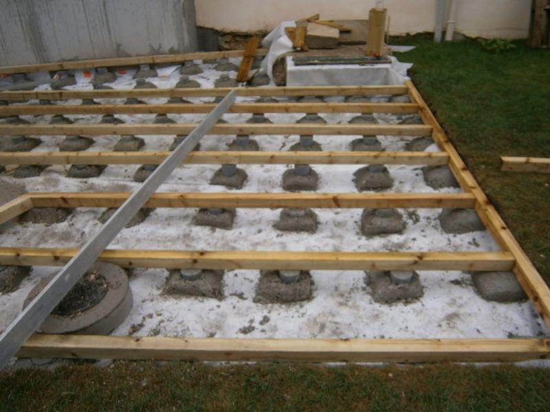 Pose Terrasse Bois Sur Plot Beton Suelo Madeta Exterior Pinterest - Plot beton terrasse bois