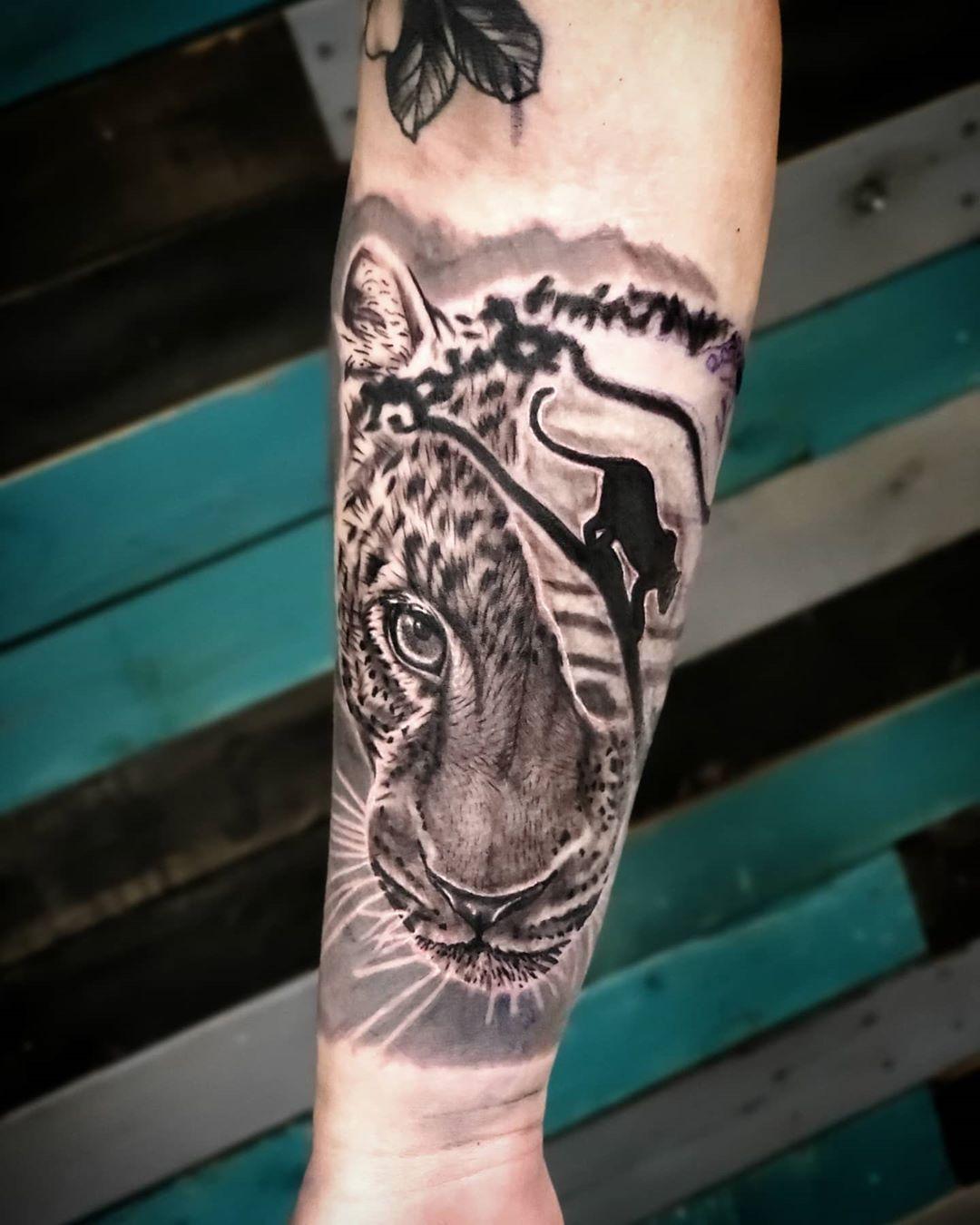 Glad to be back! 🍾🍾🍾 #cheetahtattoo  #tattoos #tattoo #ink #inked #tattooartist #tattooed #art #tattooart #tattoolife #tattoostyle #tattooer #love #blackandgreytattoo #girlswithtattoos #tattooideas #blackwork #inkedgirls #tattoodesign #realismtattoo #portland #portlandtattoo #blackandgrey