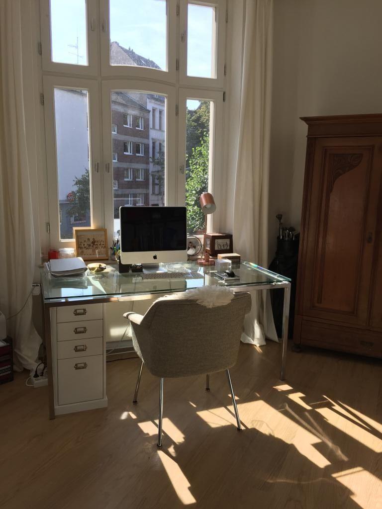 Helles Arbeitszimmer mit großem Fenster. #Arbeitszimmer #Einrichtung ...