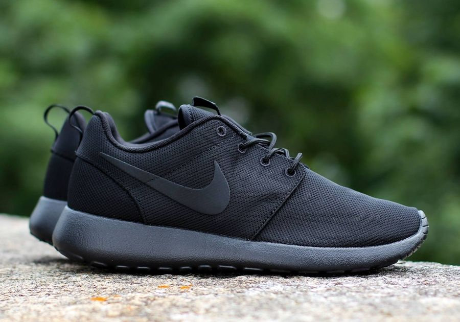 nike roshe full black