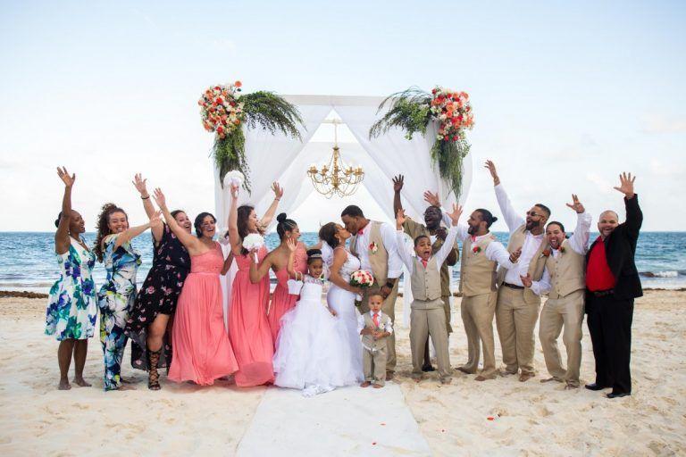 Cancun Destination Weddings Wedding In Cancun Mexico In 2020 Destination Wedding Cost Cancun Destination Wedding Destination Wedding