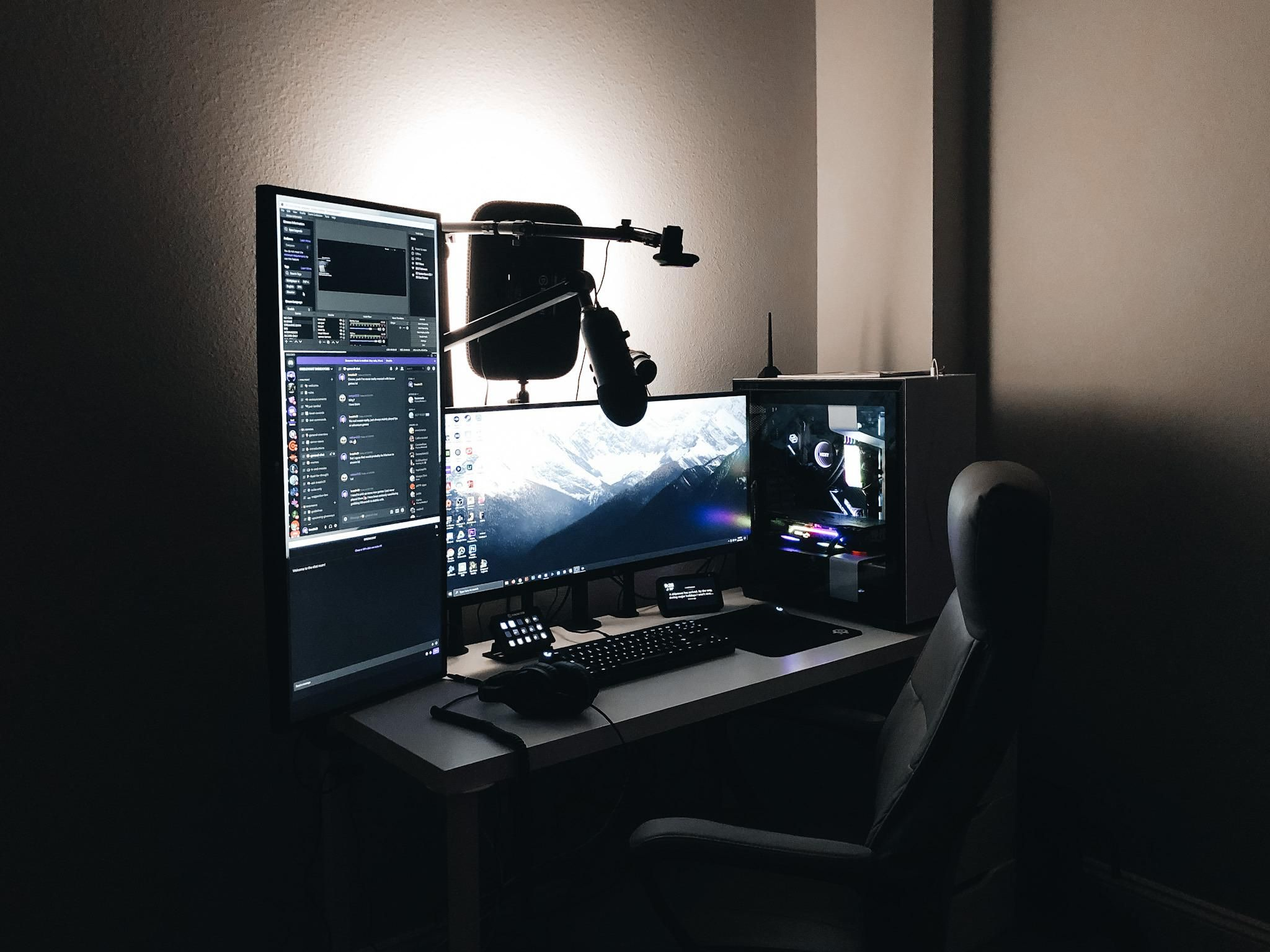 i need a bigger desk.. (With images) Big desk, Computer