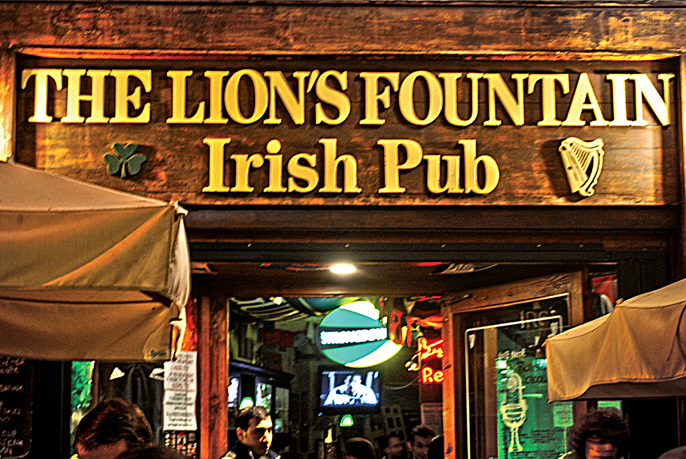Lions Fountain Florence.Lion S Fountain Karaoke Night Write On The Wall Sign Your