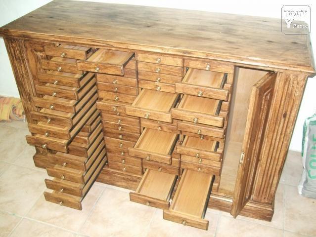 Photo Ancien meuble bijoutier en chêne, comprenant 60 tiroirs ...
