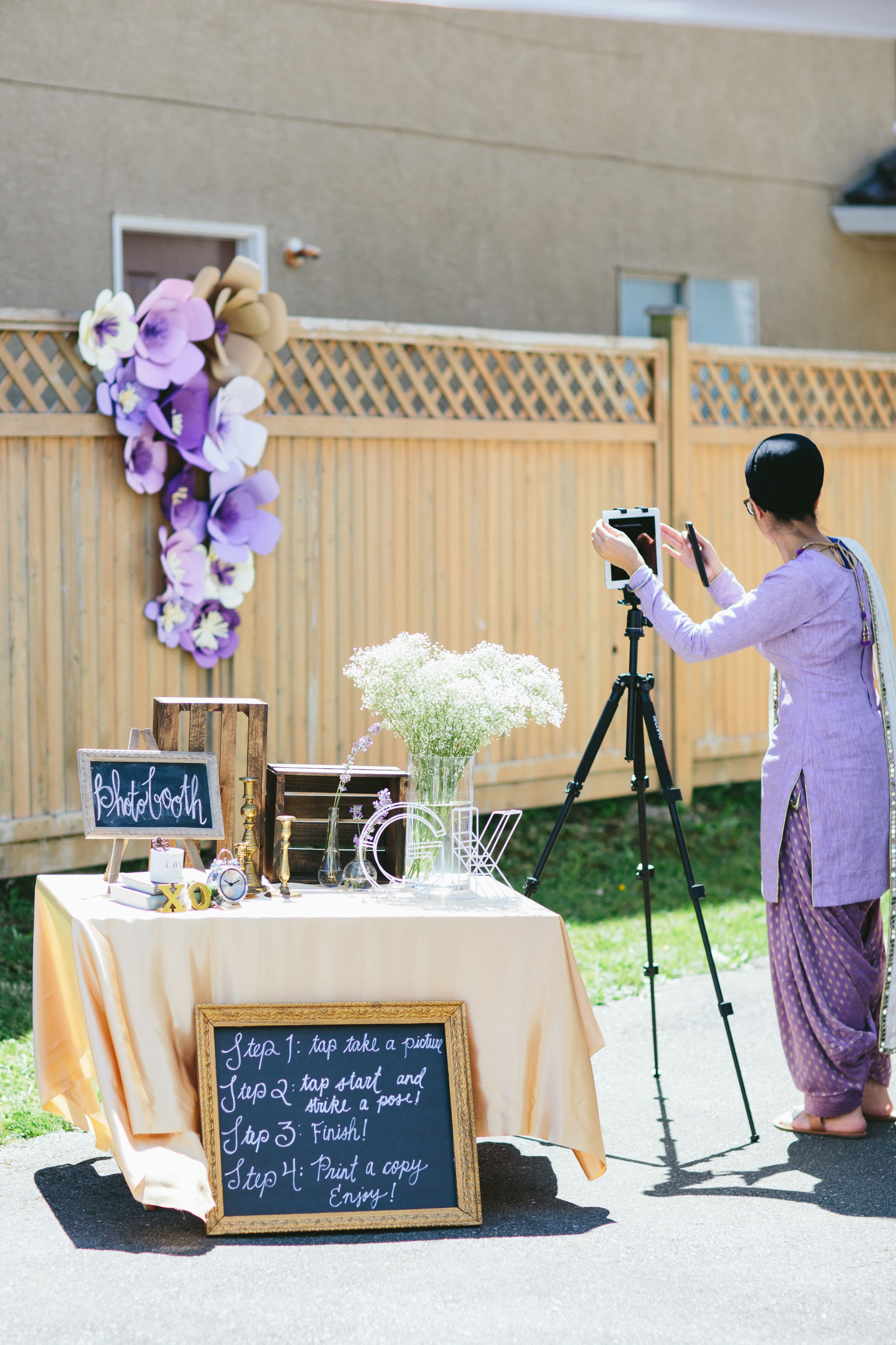 Quick wedding decorations  How To Set Up A DIY Wedding Photo Booth Quick and Easy  Wedding