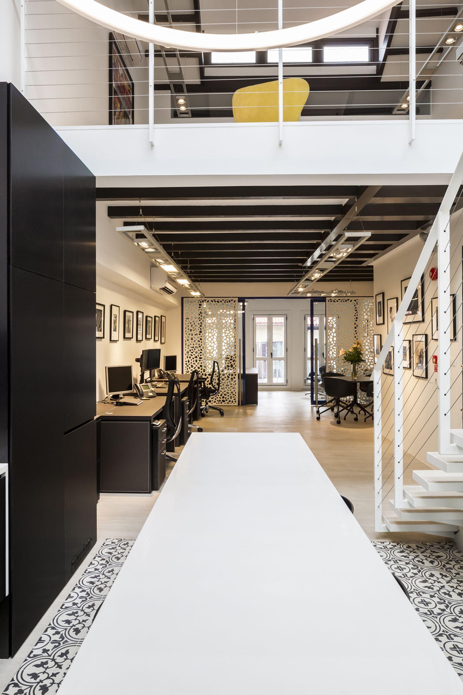 Aquilus Office cement floor tiles & wood vinyl planks