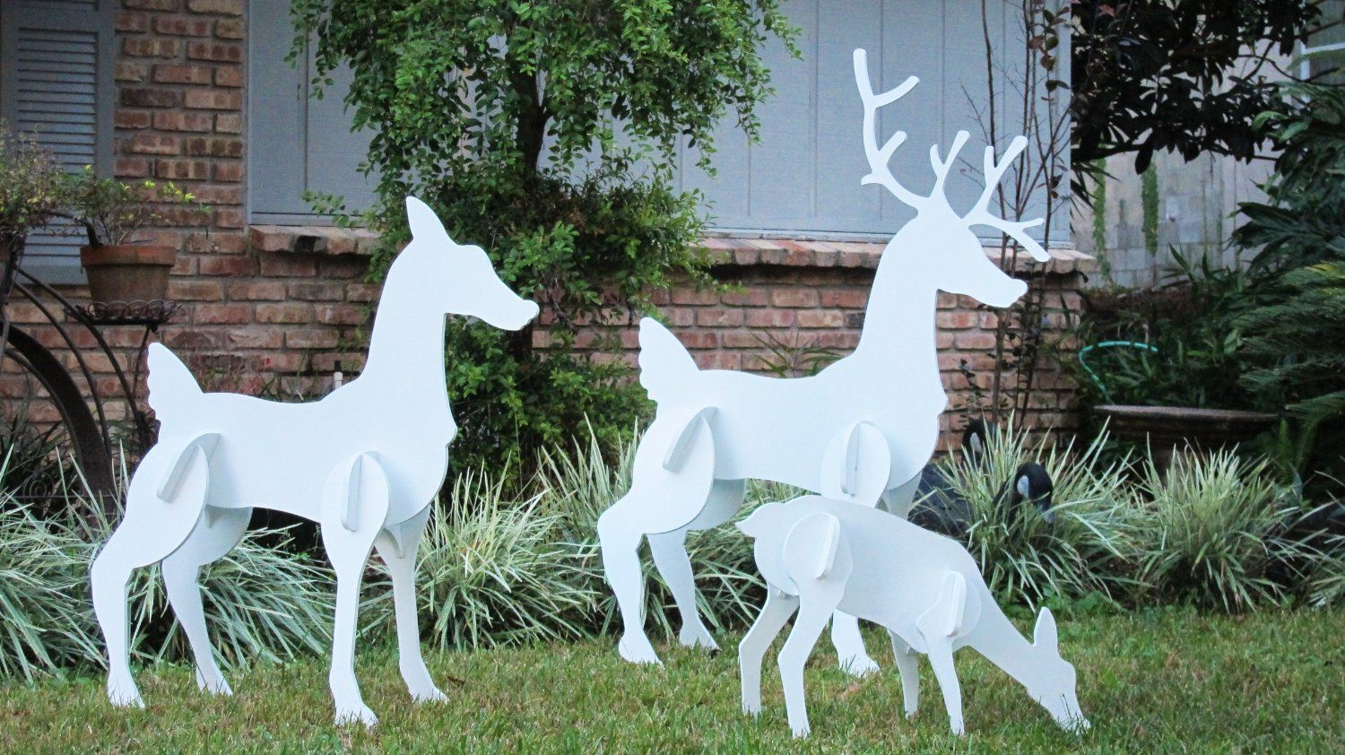 16 Fun Outdoor Christmas Decorating Ideas You Should Try This Year    #ChristmasDecor #