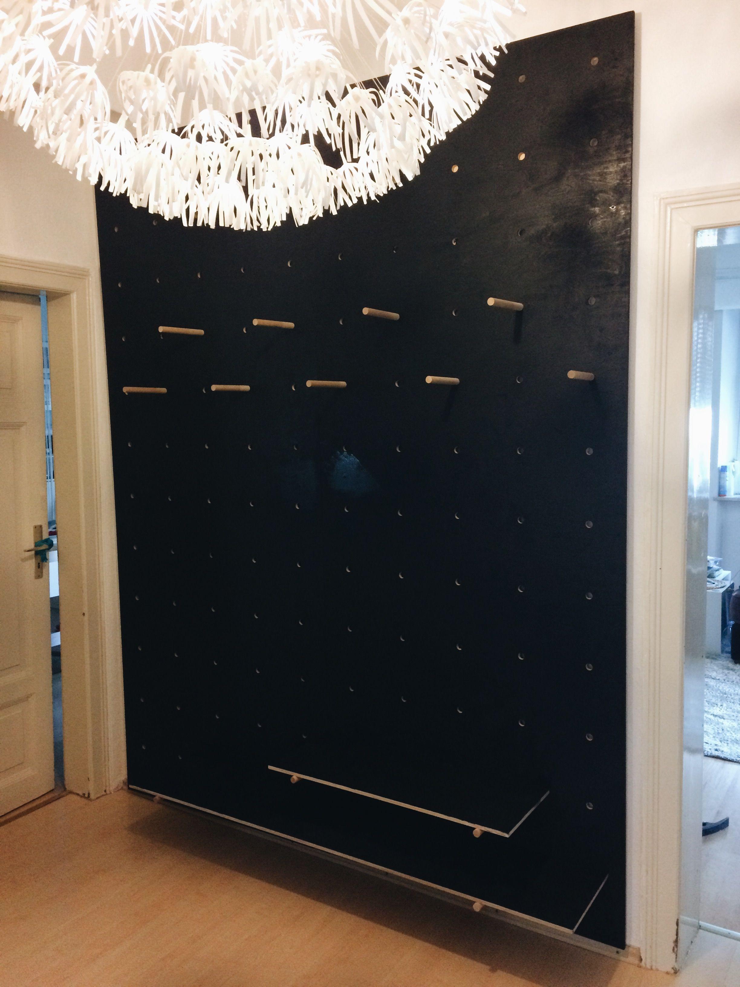 DIY - Holzwand Garderobe 2 Holplatten a 1m x 2,5m. löcher 2cm in ...