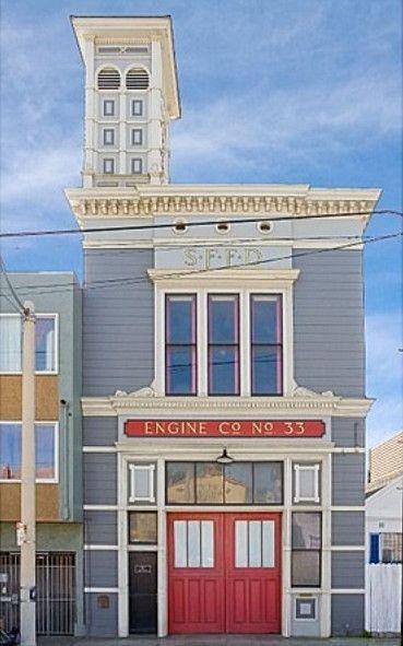 Old Firehouse,117 Broad St, San Francisco, California.  La stazione dei pompieri è stata in attività dal 1896 al 1974.  Costa 975.000 dollari