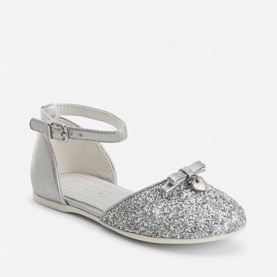 10a13d6d Zapatos de niña abiertos purpurina y hebilla Plata - Mayoral ...