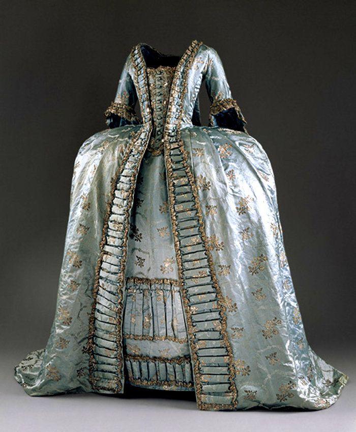 """Histoire de la mode du XVIIIe siècle à Versailles. """"LE XVIIIÈME AU GOÛT DU JOUR"""". Costumes Marie-Antoinette 18ème siècle."""