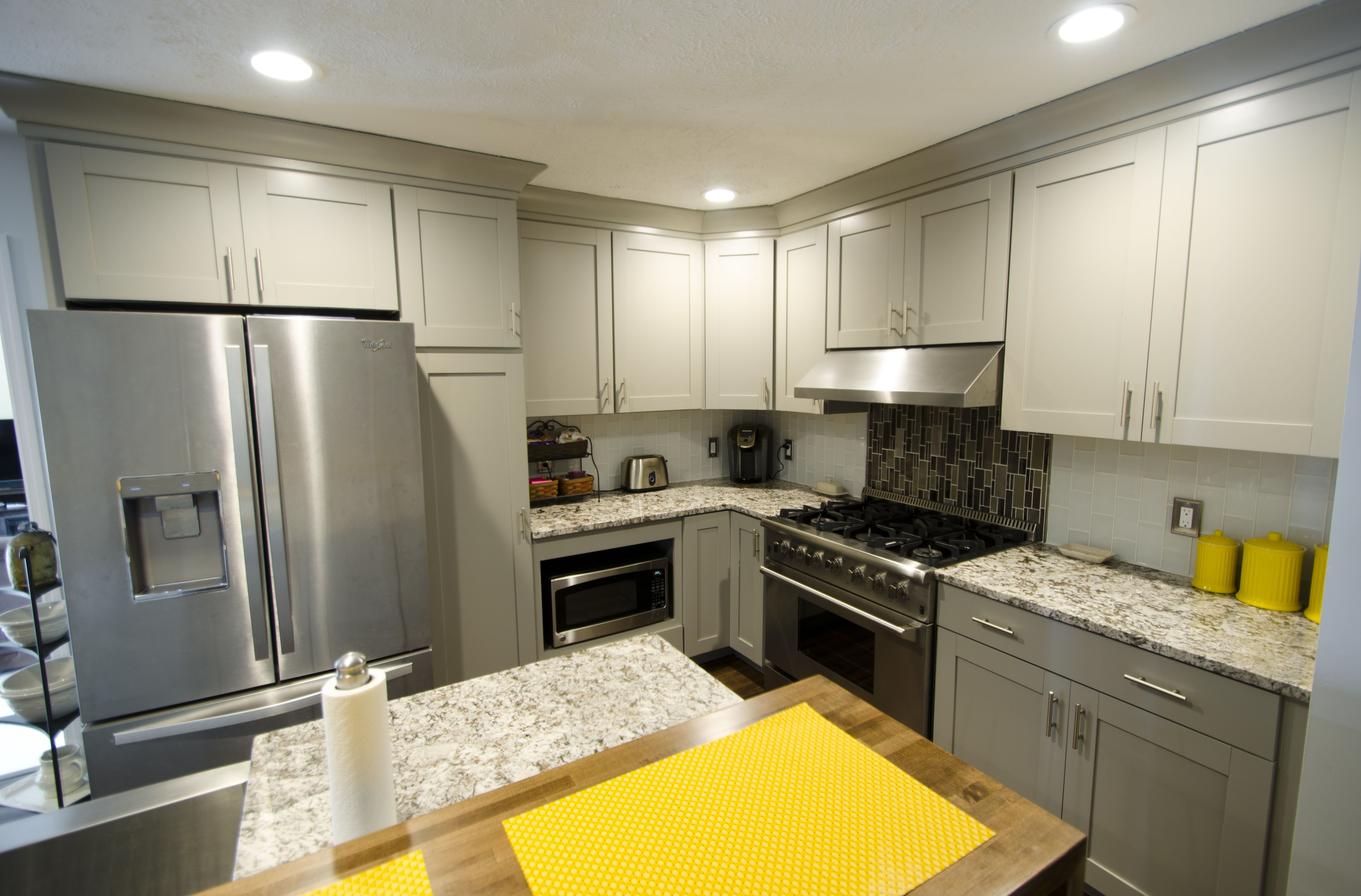 This Fresh Diamond Kitchen Remodel Was Completed By Lowe S Designer Marcus Lehman This Clean Transit Kitchen Remodel Kitchen Cabinet Remodel Real Kitchen