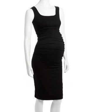 Love this simple maternity dress to show of the baby bump!