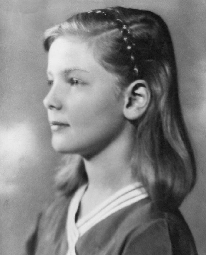 Lauren Bacall | a very young... | Pinterest | Lauren ... Lauren Bacall Young