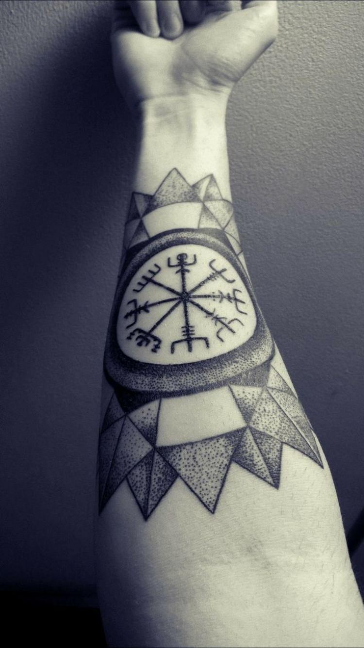 keltische oder andere zeichen im tattoo design integrieren. Black Bedroom Furniture Sets. Home Design Ideas