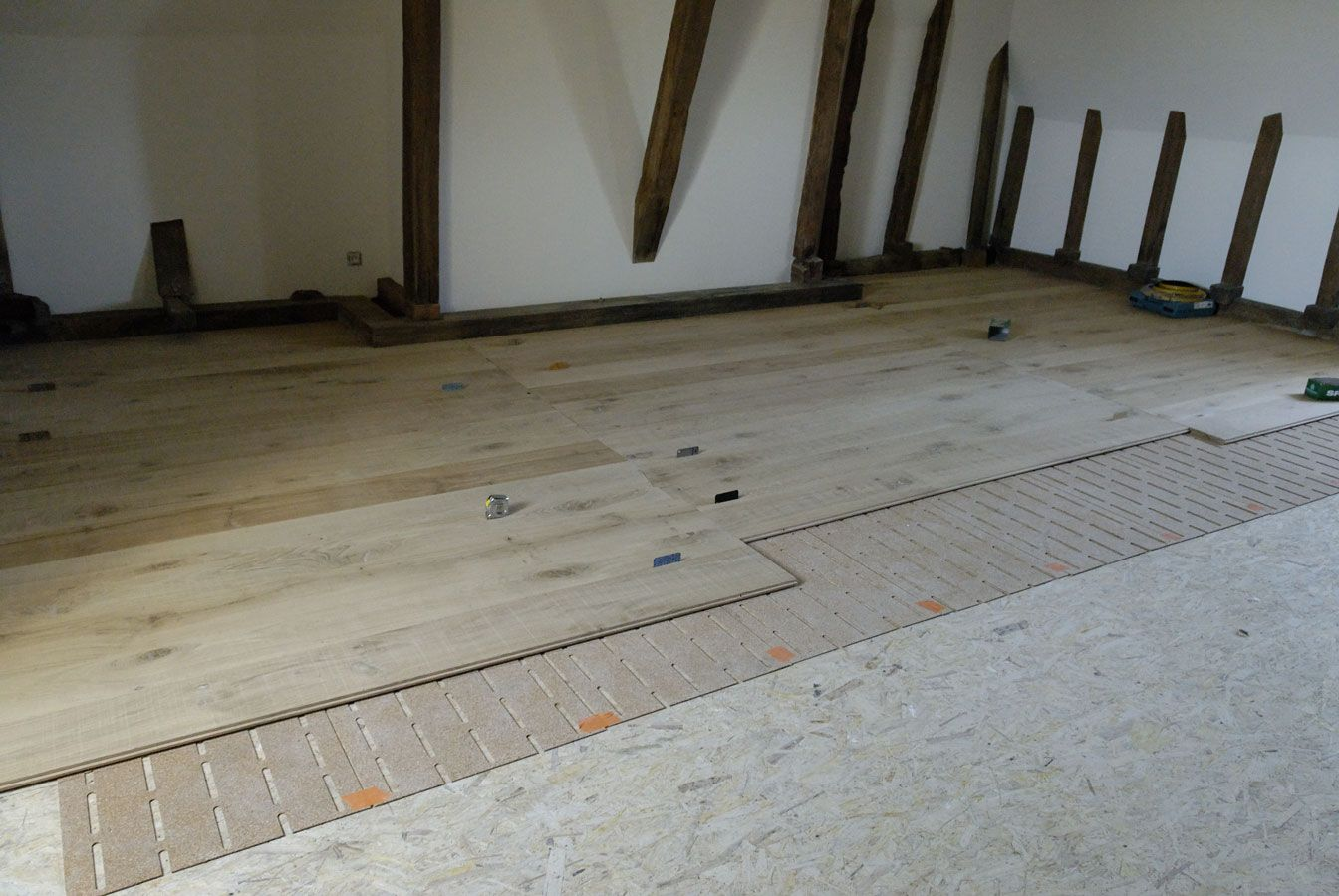 A layer of sound insulation is installed under the floor floor