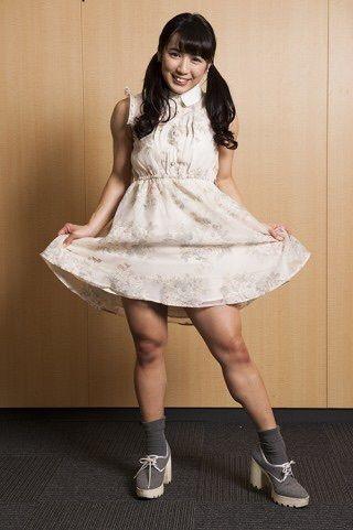 才木玲佳さんのカクテルドレス姿