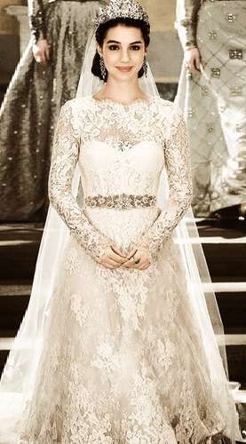 Queen Mary From Reign In Her Wedding Dress