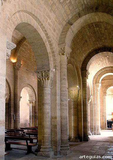 Columnas y pilares en la iglesia rom nica de san mart n de for Pilares y columnas