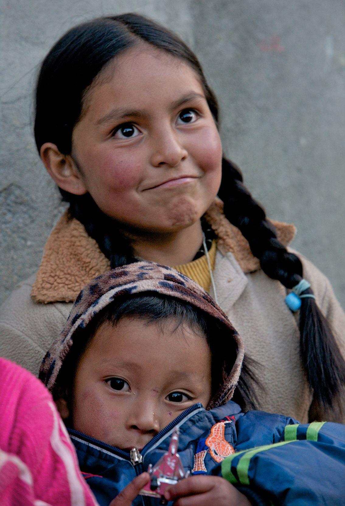 Indian children near huaraz andes peru fotografie