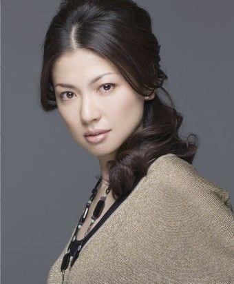 髪のアクセサリーが素敵な純名里沙さん