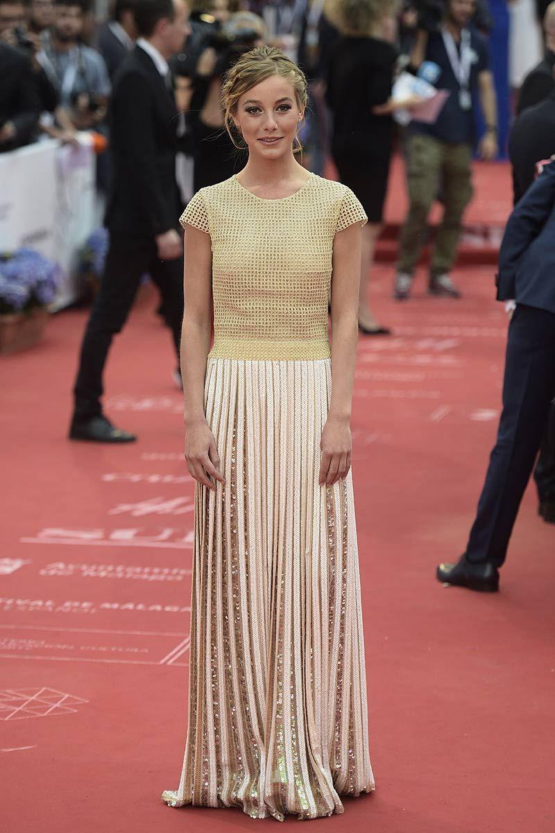 Charlotte Vega con un moderno vestido de Teresa Helbig. | MODA ...