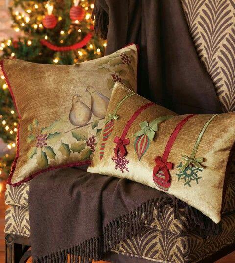 Christmas Accent Throw Pillow Christmas Holiday Wreath Farmhouse Wreath Decor Christmas Wreath Pillow Cover Holiday 3D Floral Cushion