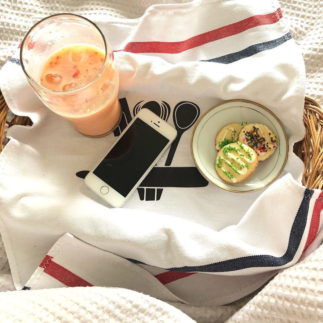 Home Office Arrancamos La Mañana Con Este Power Desayuno En La Cama De Batido De Yougurt Frutas Galletitas Hechas Por Mua Repasador En Prom Feeding