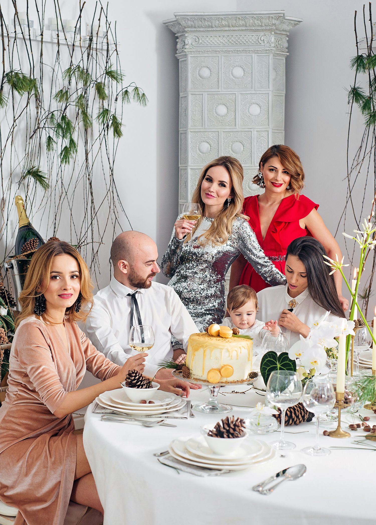 #christmas #alexandrabenga #elenasandor #madalinaavramescu #adipop #friends #december #christmasthree #presents #iris #florariairis #manuri #sequins #dress #fashion #christmaslook #fashion