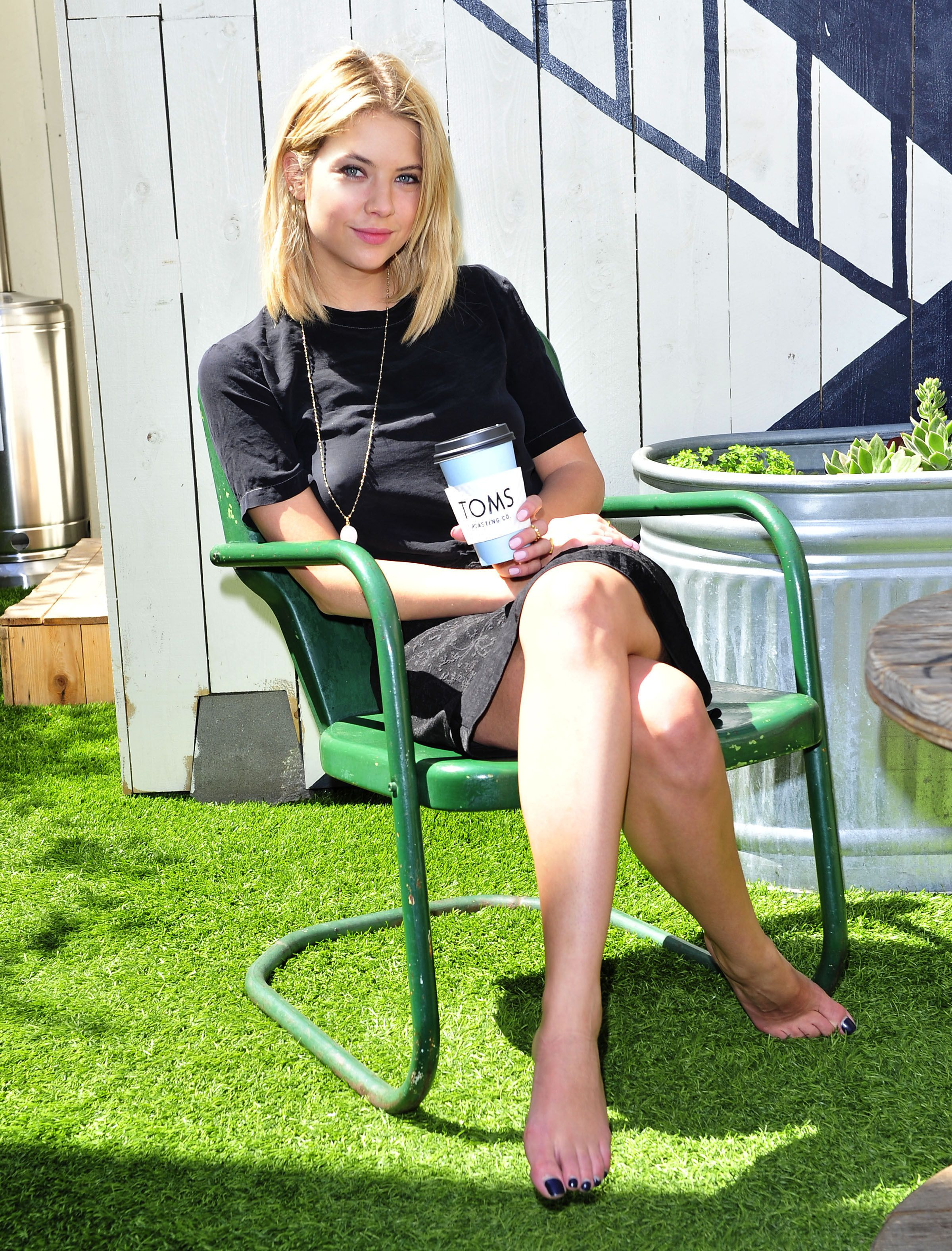 Ashley Benson Pixels Porn - Full Sized Photo of ashley benson toms day without shoes 07