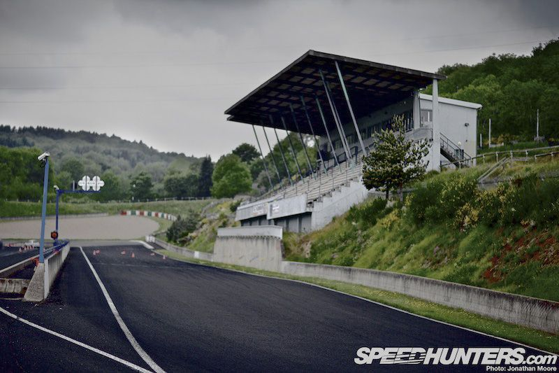 Clermont Ferrand - Charade - The old grand stand is located at the start of the straight, opposite the pit lane.